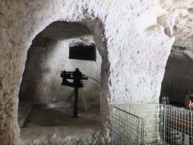 1caplain_cellar_pillar