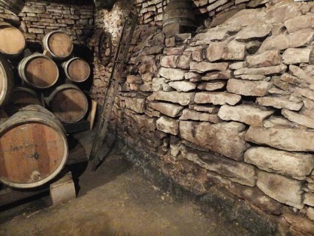 1vignes_maynes_cellar_bulging_wall