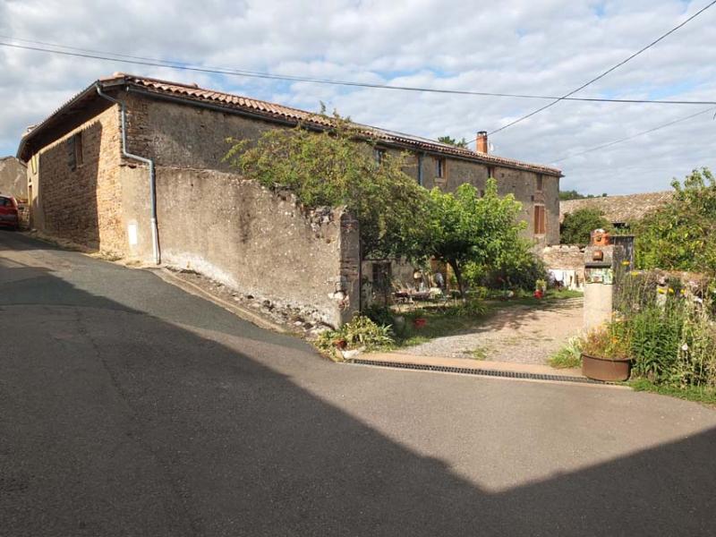 1philippe_jambon_farm_courtyard_entry