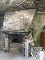 1table_rouge_cellar_brick_oven