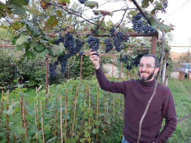 2enek_peterson_organic_farming_man