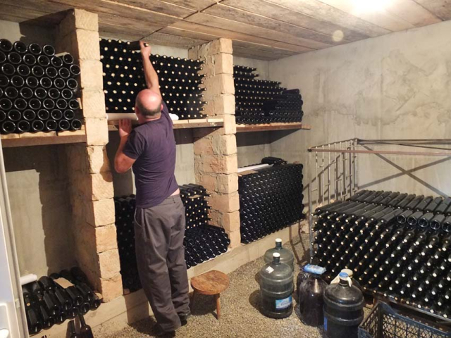 1ramaz_nikoladze_bottle_room