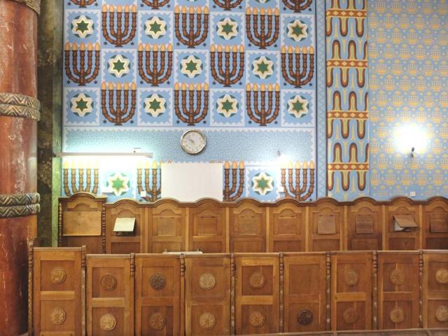 1Kazinczyzsinagoga_wall_wood_panels