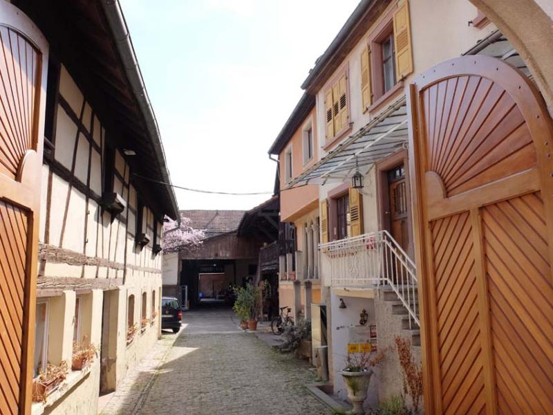 1brand_farm_courtyard