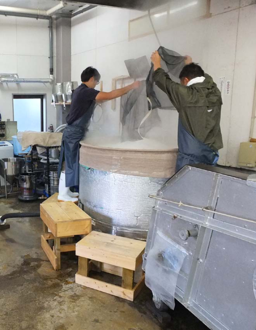 1matsuse_steamer_filling_with_rice