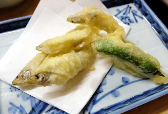 1izakaya_kyoto_fried_biwa_fish