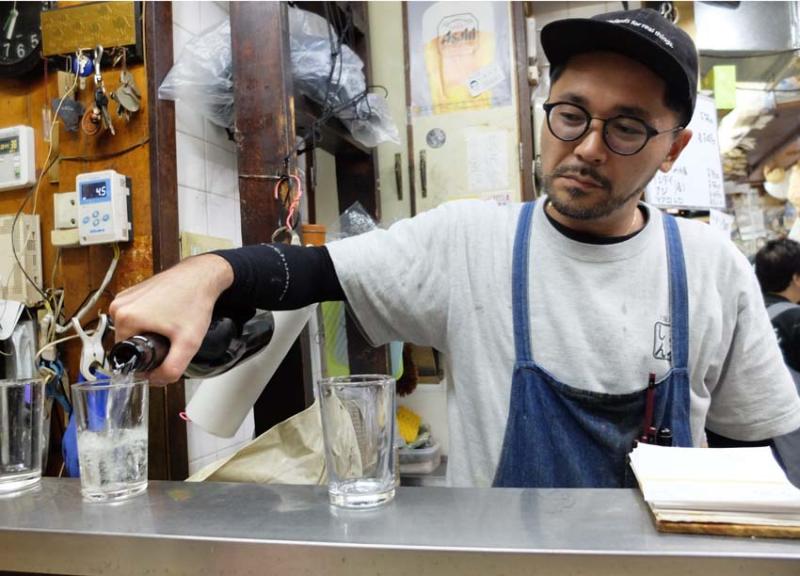 1osaka_kyobashi_tachinomiya_pouring