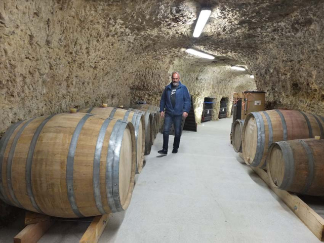 1table_rouge_barrel_cellar