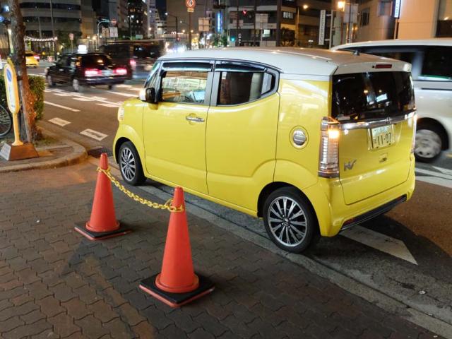 1osaka_cute_yellow_microcar