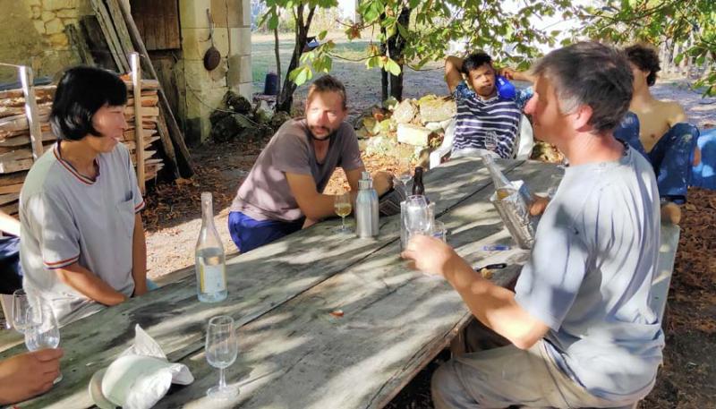 1harvest_lunotte_table_vendangeurs