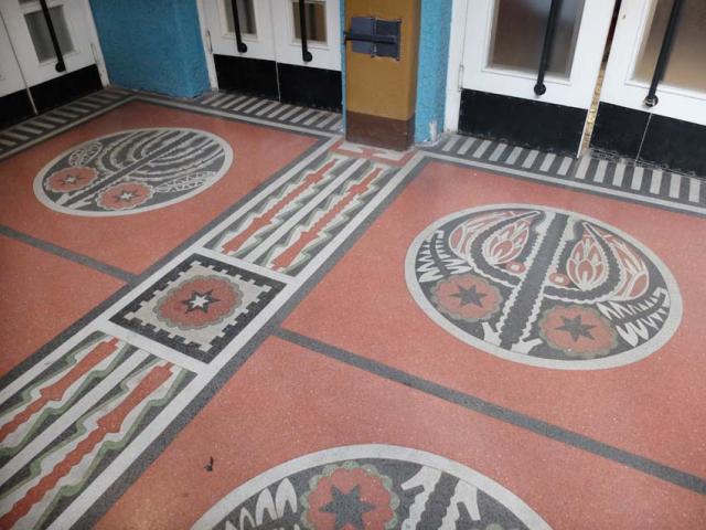 1Kazinczyzsinagoga_hall_floor