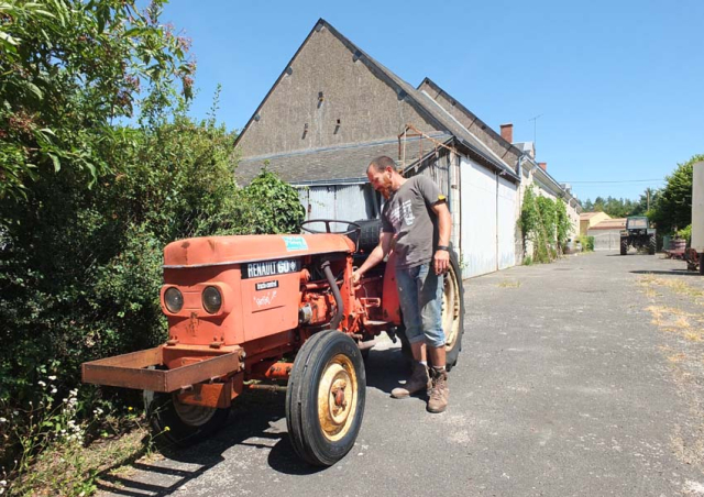 1choquet_tractor_renault60