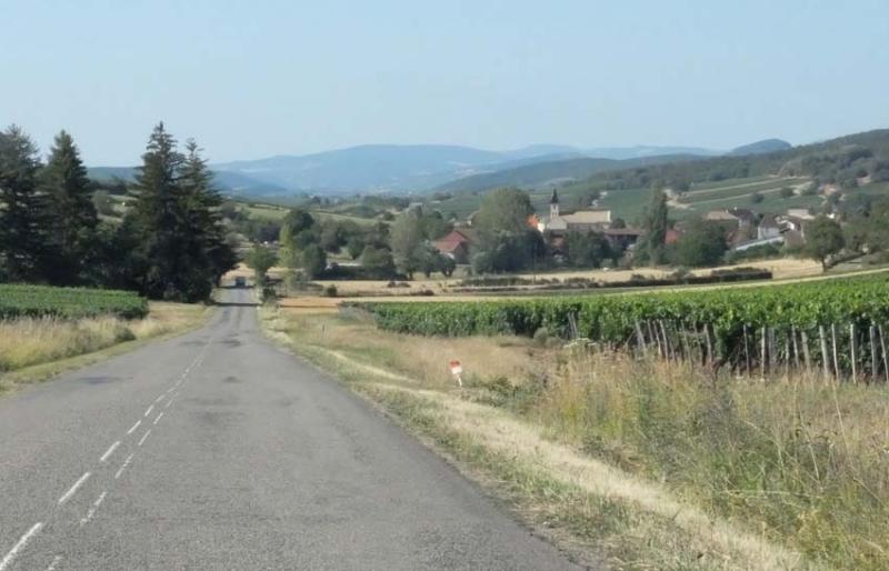 1cruzilles_arriving_village