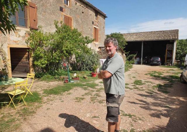 1philippe_jambon_winefarm_courtyard_