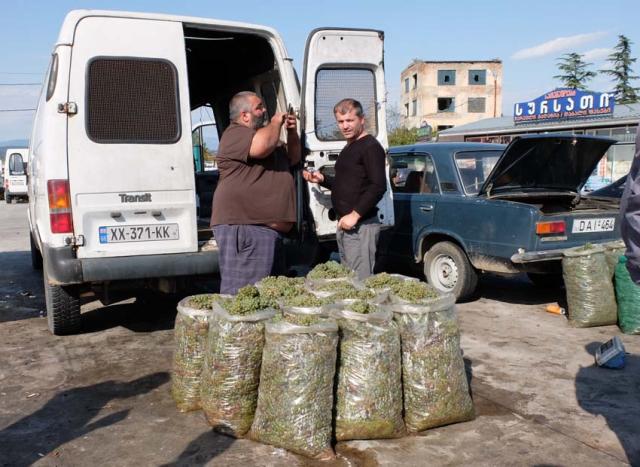 1nikeas_bazaar_200kg_grapes