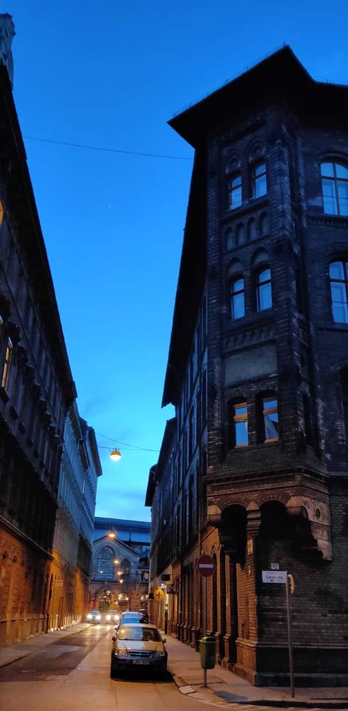 1stayhome_budapest_street