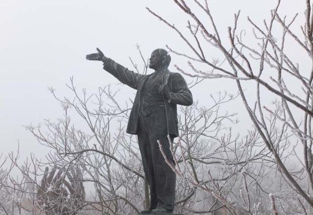 1frozen_statues_lenin