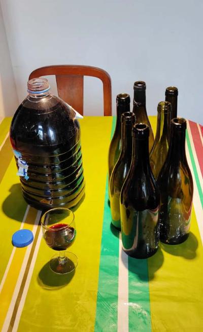 1stayhome_loire_bulk_wine_cot