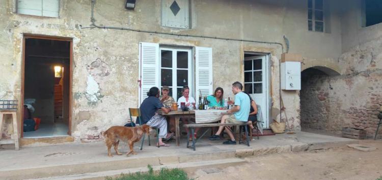 1julie_balagny_terrace_scene