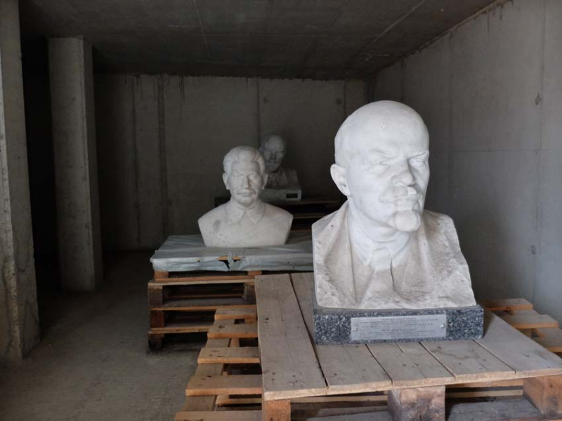 1busts_on_pallets