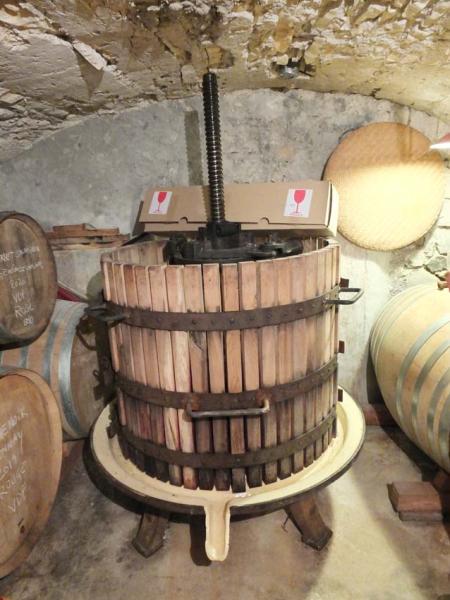 1anders_cellar_basket_press