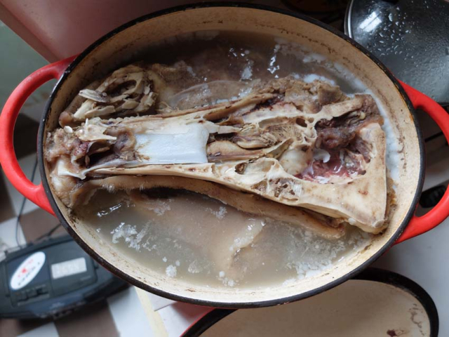 1pig_head_in_pot_cooled