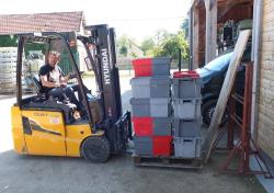 1puzelat_forklifting_boxes