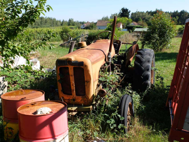 1courtois_rusting_tractor