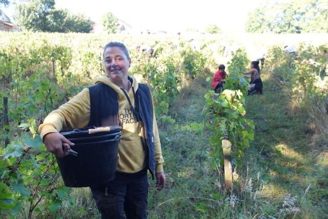 1maisons_brulees_corinne_bringing_buckets