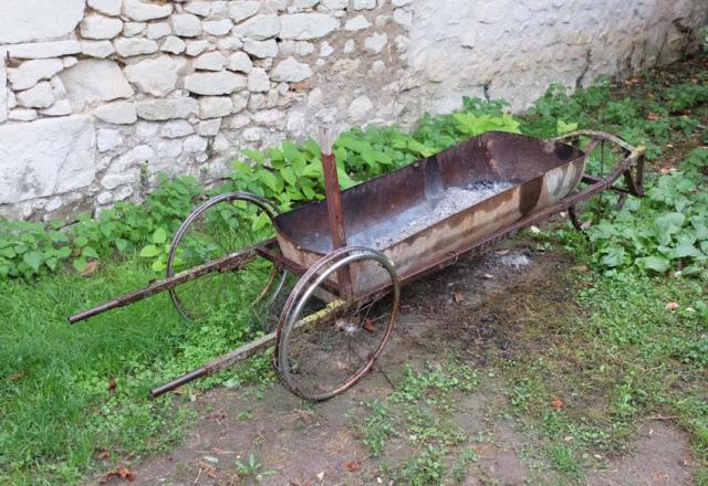 1la_lunotte_pruning_wheel_barrow