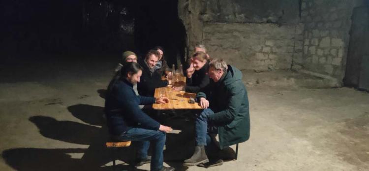 1degust_underground_enjoying_beer