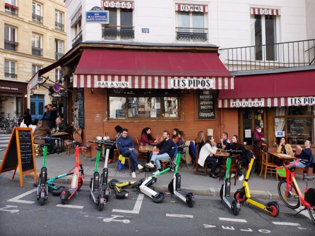 1paris_terraces_les_pipos_scooters