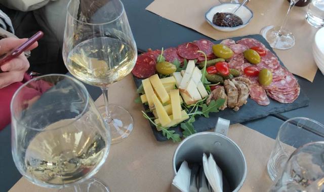 1paris_terraces_our_table_divvino