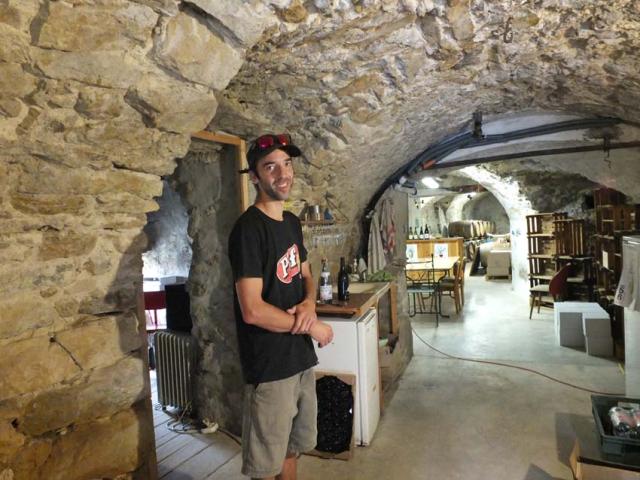 1ozil_thomas_in_cellar