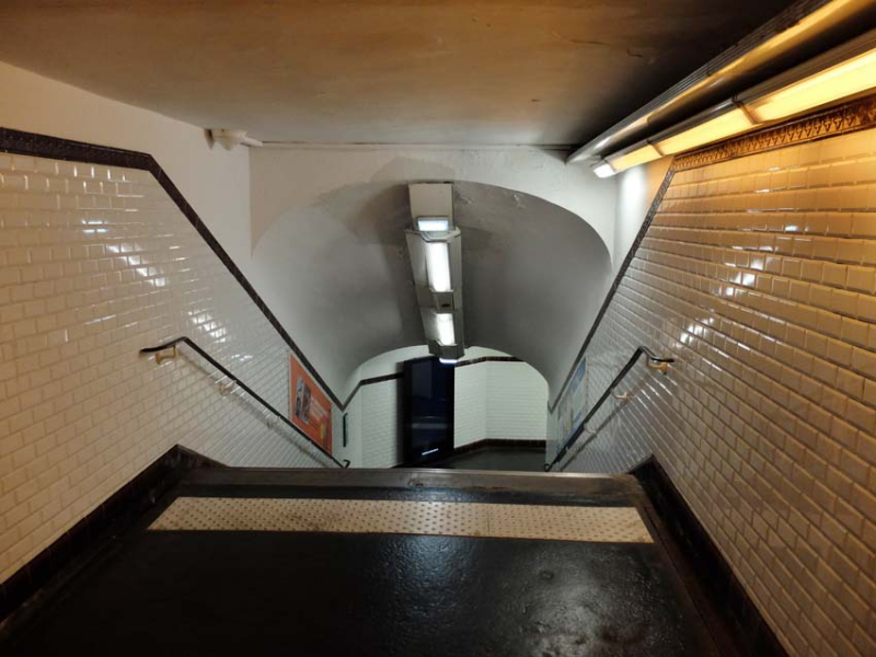 1paris_terraces_moving_with_metro