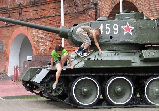Rusfoto_tanks_kremln