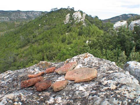 Provence_tuiles_falaise
